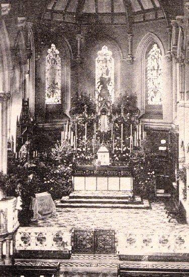 Nessuna immagine disponibile del redentorista P. Denis Gibson (1905-1958) – Regno Unito, Provincia di Londra. Aveva un altro fratello redentorista: Edward John. Padre Denis fu cappellano durante la seconda guerra mondiale. Morì a Bishop Eton nel 1958 a 53 anni. La foto mostra l'altare maggiore della chiesa redentorista di Bishop Eton.