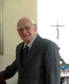 Il redentorista Fratello Anthony McKell, C.Ss.R. 1934-2013 – Regno Unito, Provincia di Londra. Di origine scozzese ha portato il gusto dello stile scozzese nelle Case dove è stato assegnato.