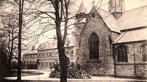 Nessuna immagine disponibile del redentorista P. Martin Hayes, C.Ss.R. 1878-1958 – Irlanda, Provincia di Londra. Molto apprezzato e richiesto per le confessioni, soprattutto da anziano, quando maturò spiritualmente nell'amore e nella misericordia di Dio, di cui fu dispensatore. Morì ottantenne nel 1958 a Bishop Eton, di cui si vede qui un'antica foto.