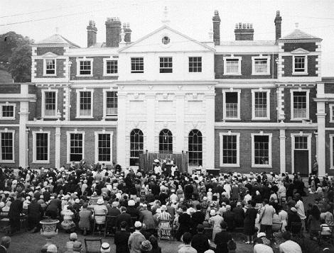 Nessuna immagine del redentorista Fratello William (Damian) McDonald, C.Ss.R. 1916-1988 – Regno Unito Provincia di Londra. - La foto del 1962 mostra la celebrazione di inaugurazione alla presenza del P. Generale Gaudreau