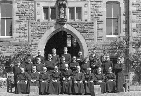 Nessuma immagine disponibile del redentorista P. Francis Gordon C.Ss.R. 1878-1948  Regno Unito della Provincia di Londra. Morì nel 1948 a Perth, Scozia, casa di noviziato.  (La foto mostra la comunità e i novizi di Perth nel 1962)