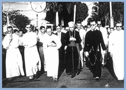 La marcia di protesta guidata dal Vescovo Reilly.