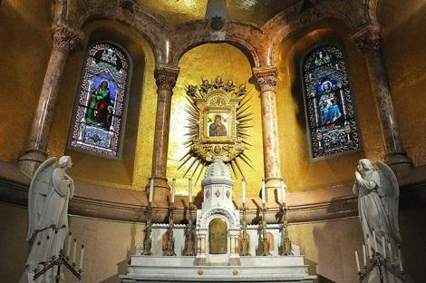 Nessuna immagine del redentorista P. William Kodad C.Ss.R. 1902-1955  USA della Provincia di Baltimora.  Nella foto: l'altare della Madonna del Perpetuo Soccorso a Boston, la parrocchia che ha dato vari redentoristi.
