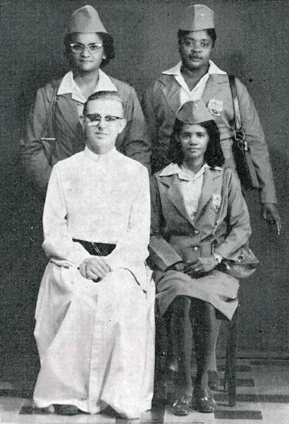 Il P. Claessens con tre Compagne di Gesù.