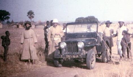 Matadi 1957 - Missionari redentoristi in missione sul territorio: uno di loro potrebbe essere il P. Charlier. (foto in AGHR).